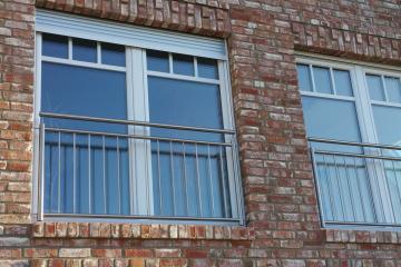 Fenster mit Aussengeländer