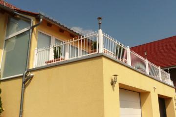 Aussengeländer für Balkon weiß lackiert